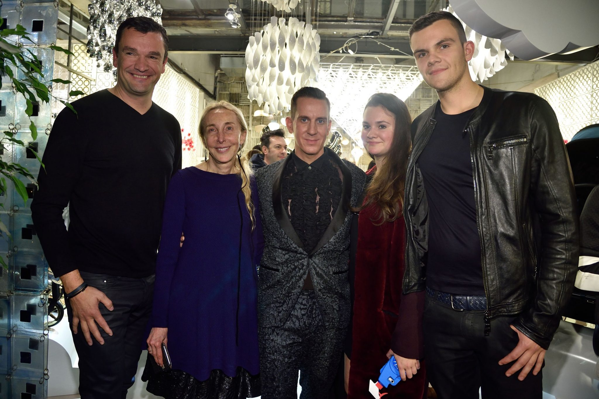 19_Cybex_CEO_Martin_Pos__Carla_Sozzani__Jeremy_Scott__Magdalena_Pos_and_Martin_Pos_JR_at_10_Corso_Como_18Nov2015