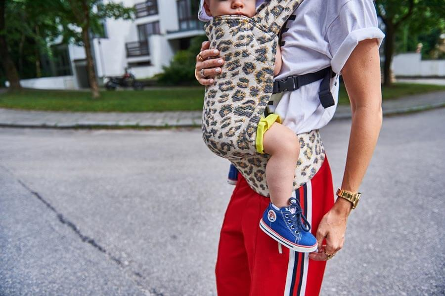Artipoppe-Baby-Carrier-tiger